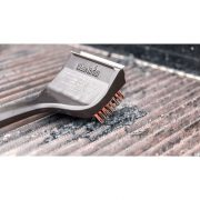 cleaning grill grates with brush